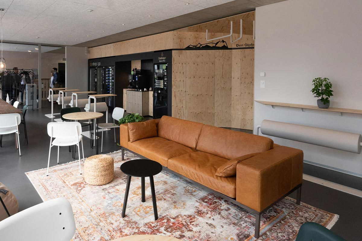 Arnold_Werner_Architekten_Dallmayr_Tesla_Lounge_01