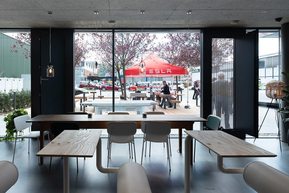 Arnold_Werner_Architekten_Dallmayr_Tesla_Lounge_06